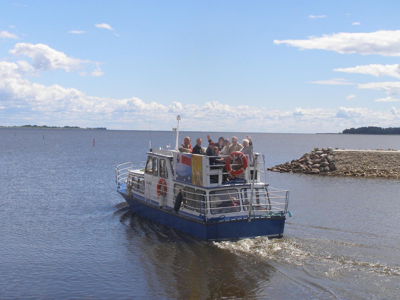 Увеселительные водные прогулки с отправлением из порта Ряпина